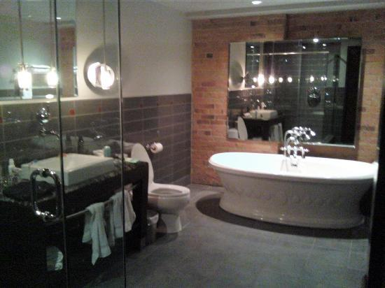 Le Place d'Armes Hotel & Suites: Huge bathroom,  there is also a glass enclosed shower you can't see too much of in the shot