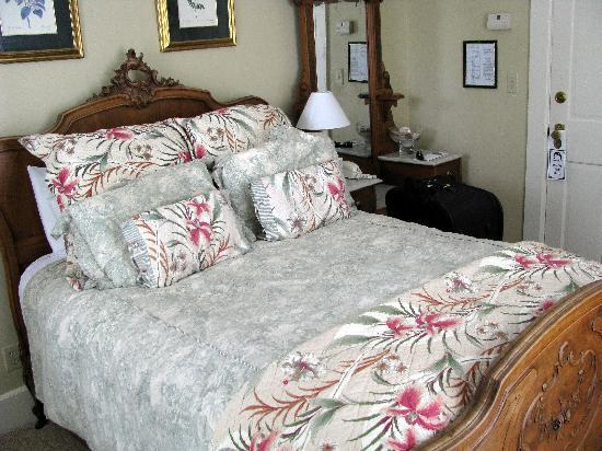 Whistling Swan Inn: Room 1, facing Main Street