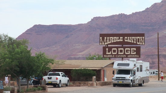 Marble Canyon Lodge: Ansicht von der Hauptstrasse