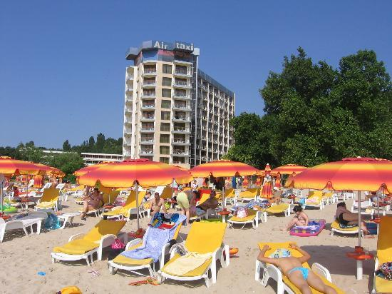 Hotel Kaliakra: Beach and hotel view from the beach