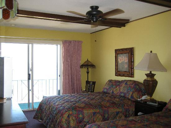 Captain's Bounty on the Beach: our room w/ ceiling fan only