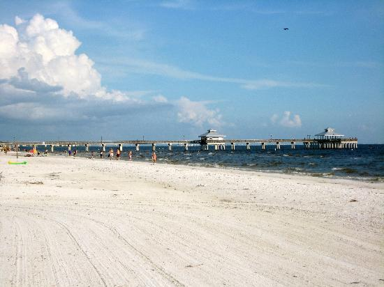 Bay to Beach: Fort Myers Beach in Front of Bay to Beach