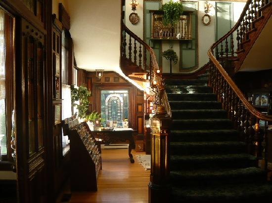 Amethyst Inn at Regents Park: Beautiful woodwork throughout