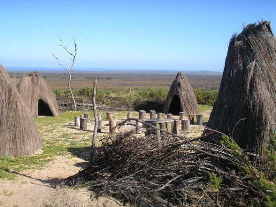 Oudtshoorn, Sydafrika: San Bushman_ Un poquito de historia_The San - Bushman of Southern AfricaWhen some 4000 years
