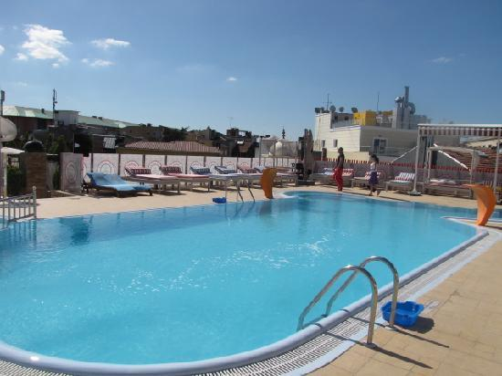 Celal Aga Konagi Hotel: Outside pool, on the roof