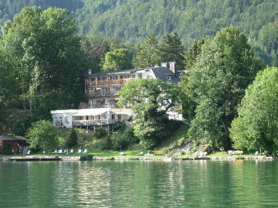 Landhaus zu Appesbach: The hotel from the lake