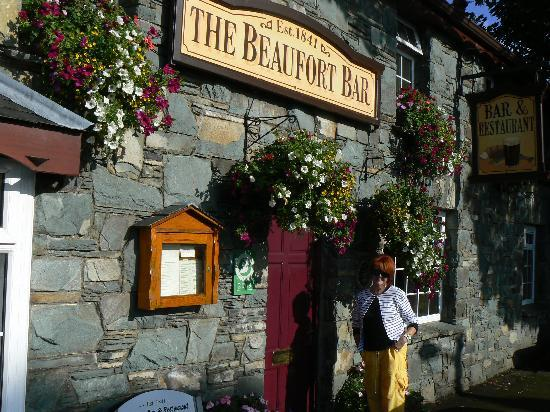 Beafort Bar, < 5 minute walk from Beaufort Lodge