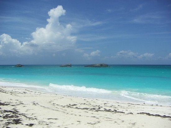 30 July 2009 - The Three Sisters rocks off Great Exuma&#39;s East Coast.
