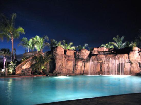 Caliente Resort and Spa: Pool at night...