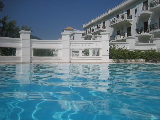 Piscine thermale picture of mitsis galini wellness spa for Piscine thermale