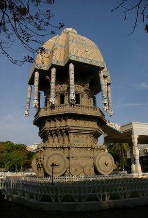 Chennai (Madras), India: Das &quot;Stone Car&quot; (&quot;Valluvar Kottam&quot;), zu Ehren eines berhmten Dichters.