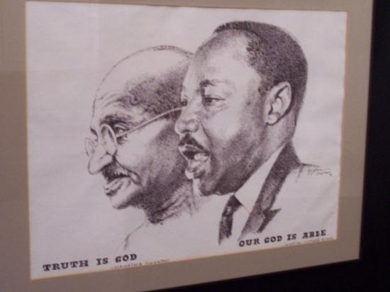 mohandas gandhi vs martin luther king Remarkable accomplishments of mahatma gandhi and martin luther king  mohandas karamchand gandhi in chapter four has been most fulfilling.