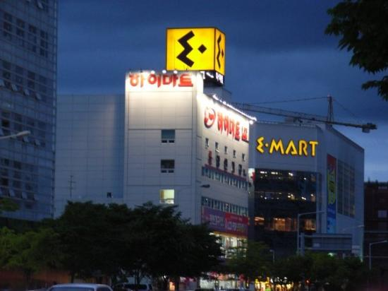 Daejeon, South Korea: E-Mart (their supermarket)