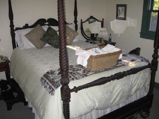 Maples Inn: bed