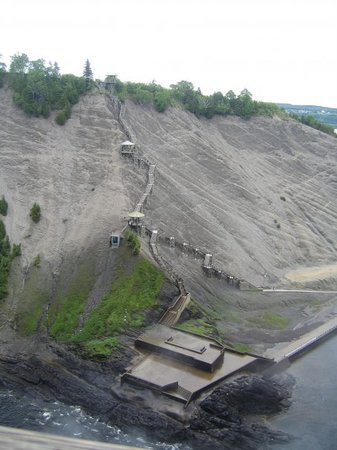 Quebec, Canadá: Very long stairway to the top of La Chute Montmorency!!  477 steps??
