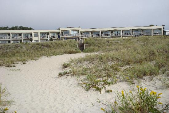 Surf and Sand Beach Motel: Surf and Sand Motel, South Yarmouth from the beach