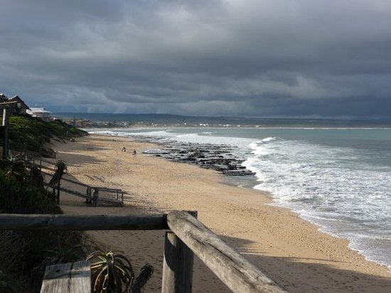 Jeffreys Bay, Zuid-Afrika: View of J-bay from the hotel towards &quot;The Point&quot;