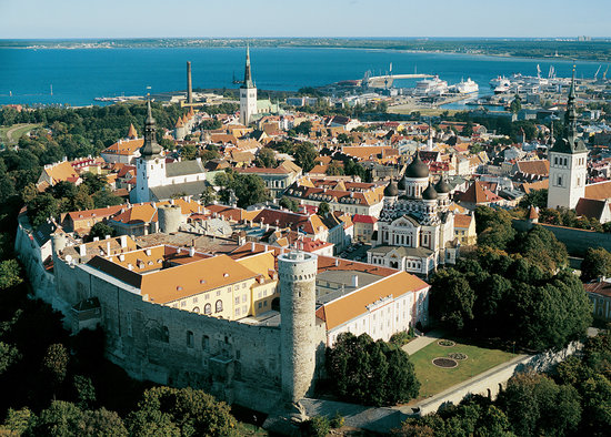 Таллин, Эстония: Tallinn Old Town - Toompea Castle and Tall Hermann Tower