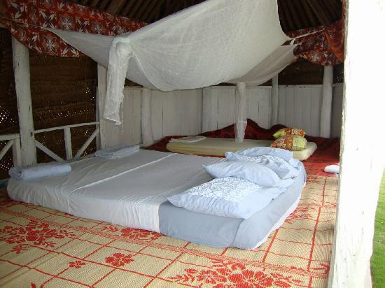 Tailua Beach Fales: Bedding