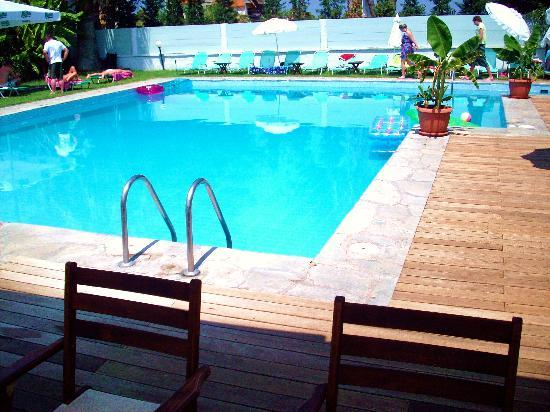 Hotel Hanioti Village: Pool area