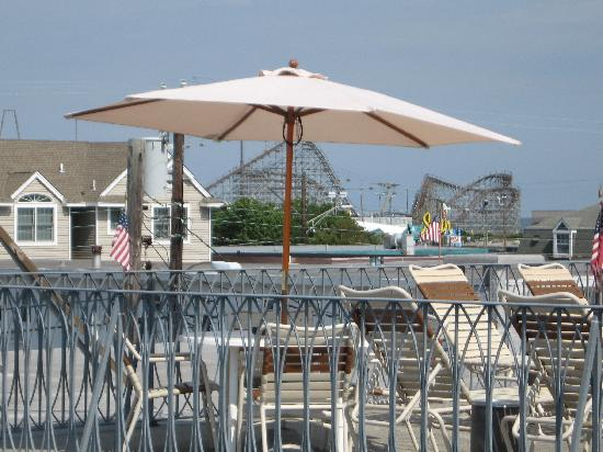Le Voyageur Motel: rooftop terrace view