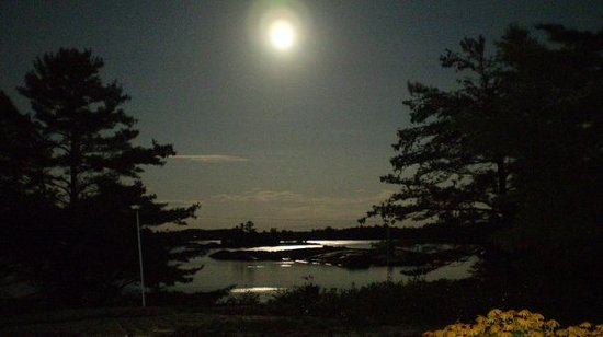Parry Sound, Canada: Picture of moon - Paradise Island