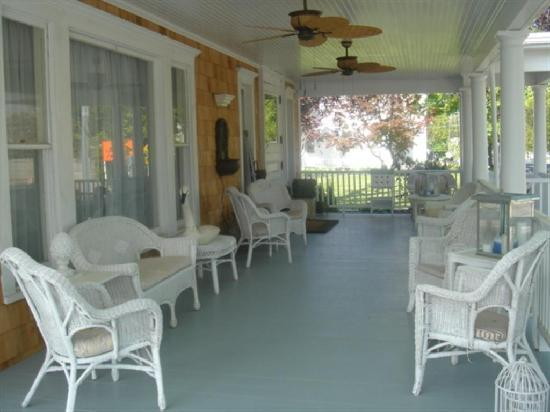Bartlett House Inn: The Wraparound Porch