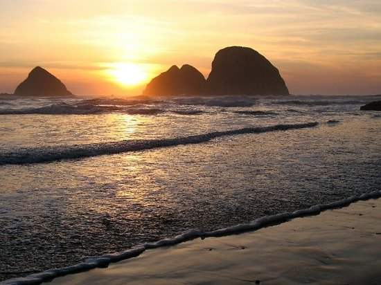 Cannon Beach, OR: Sunset at Three Arch Rocks at Oceanside south of Cape Meares.