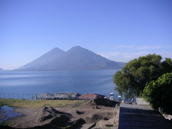 Guatemala City, Guatemala: Incredible country side... volcanos and lakes...  oh my