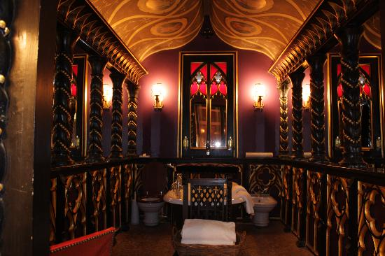 The most romantic bathroom ever picture of the witchery for Bathroom ideas edinburgh