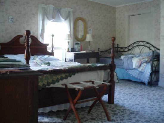 Photo of Book & Blanket Bed & Breakfast Jay