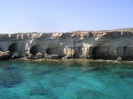 ‪أيا نابا, قبرص: sea caves by Ayia Napa‬