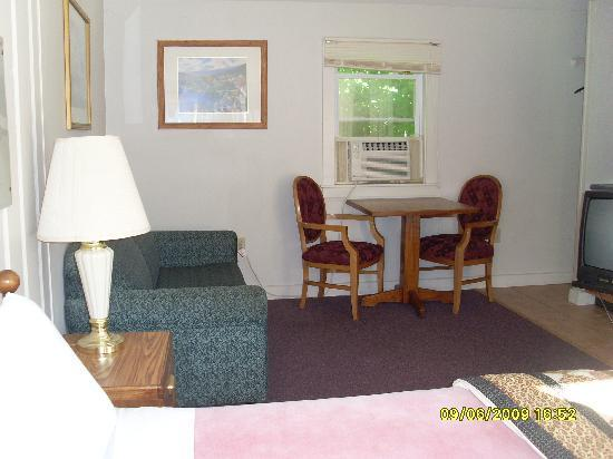 Northeaster Motel: Inside of Cabin