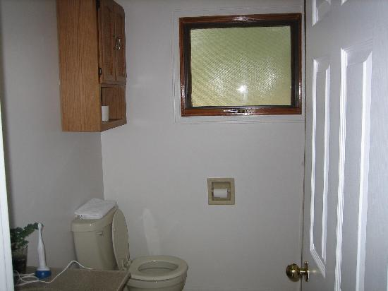 Stoneshire Guesthouse: bathroom
