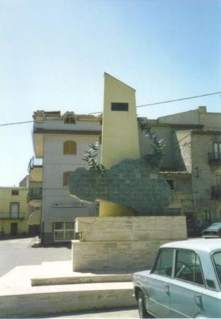 Canicatti, Itali: Montedoro&#39;s war memorial to her fallen sons.  Montedoro is the birthplace of my great-grandmothe