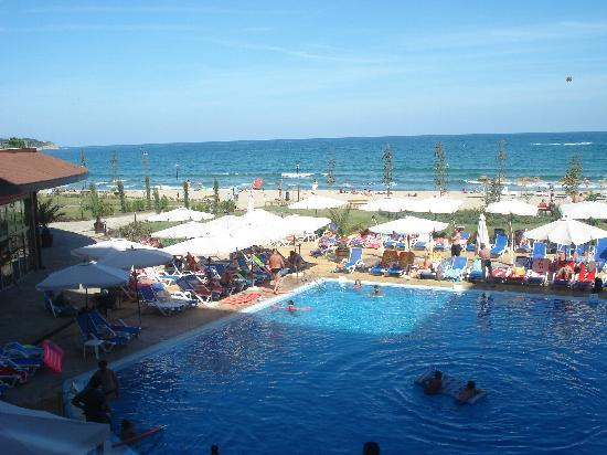 http://media-cdn.tripadvisor.com/media/photo-s/01/44/d5/4f/not-much-sun-on-the-pool.jpg