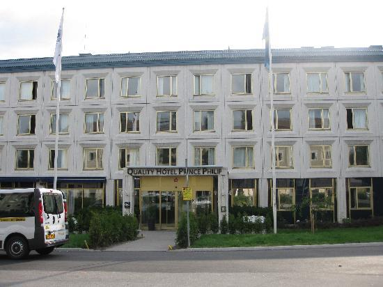 Quality Hotel Prince Philip: The hotel from the front
