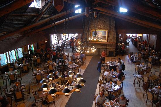 Old Faithful Inn: the dining room
