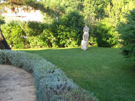 Hotel Rutiliano: The Garden area