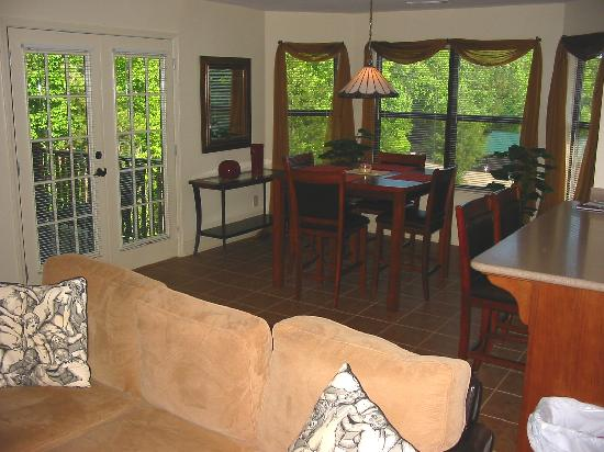 Paradise Valley Resort: View from Living Room to Dining Area & View to Outside