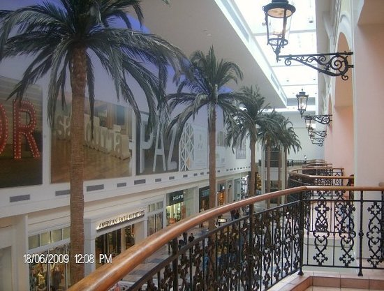 """First Floor at Plaza las Americas by Mark K. See all 93 """"It's the biggest Esp since we didn't do any shopping in San Juan (as the stores always seemed to close when we got there). But in general, the mall has your usual variety of stores. Monica R. voted for this review4/4()."""