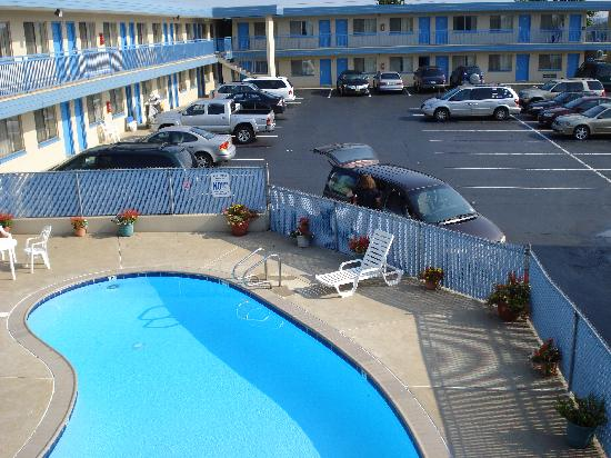 Lancaster Amish Country Travelodge: Pool