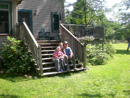 Paddler's Lane Bed & Breakfast: Enjoying the back deck of the main house