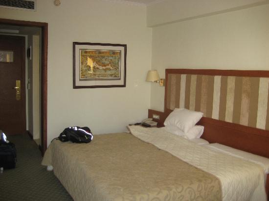 BEST WESTERN Plaza Hotel: King size bed (2 twins together)