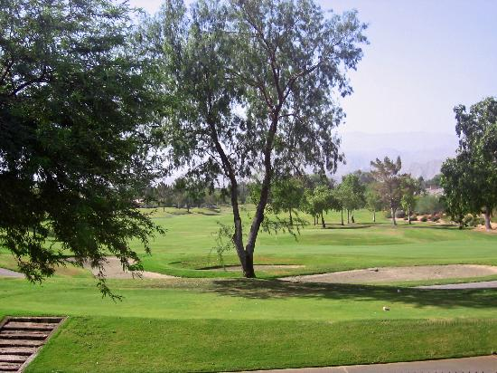 Rancho Mirage, Kalifornia: View from our room of the 17th and 18th holes on the Pete Dye course