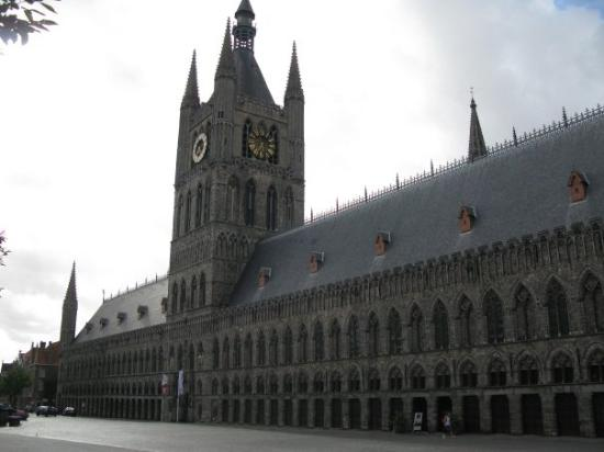 Ypern, Belgien: cloth hall