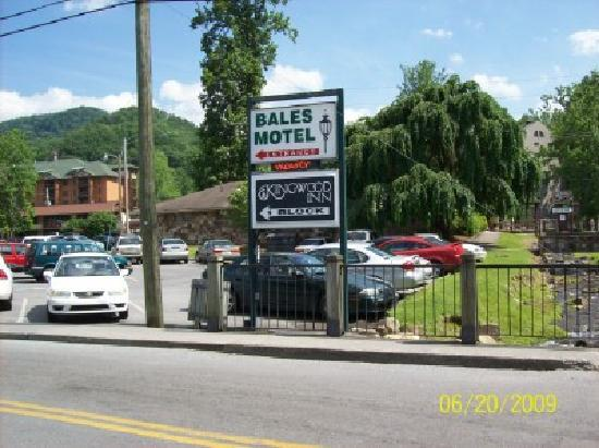 Bales Town and Country Motel: need to turn left here