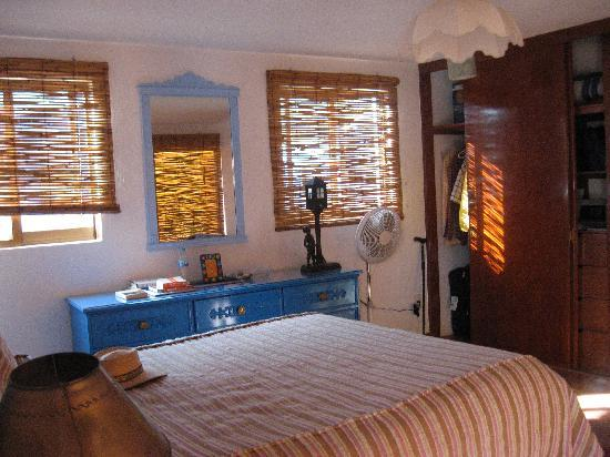 El Zopilote Mojado: The room is very bright and airy, and there's also good light for readying at night.