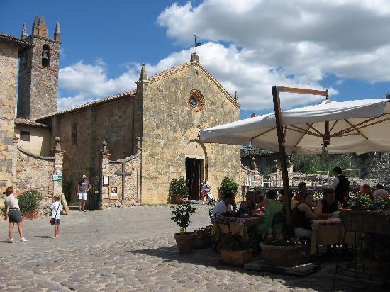 Hotel Monteriggioni: Outside Dining - Il Feudo Osteria and Bar