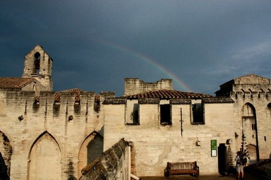 Avignone castello dei Papi con ARCOBALENO!